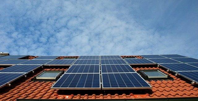 instalar-placas-solares-en-tejado